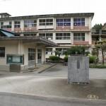 桜ヶ丘小学校正面